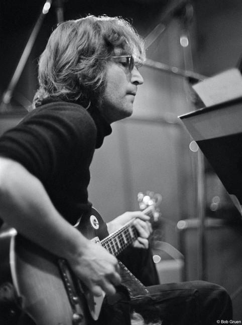 No final de 1972, John, Yoko e a Elephant's Memory voltaram ao Record Plant para as gravações de Approximately Infinite Universe, novo álbum de Yoko, que seria lançado em janeiro do ano seguinte. Nova York, 1972