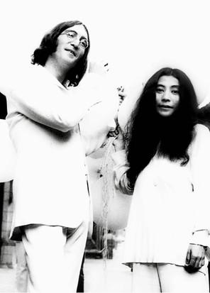 John & Yoko Balloon Event London 1968.JP