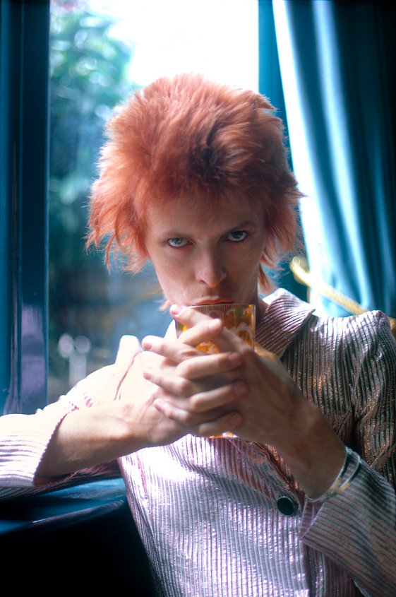 MICK ROCK - David Bowie - With glass in