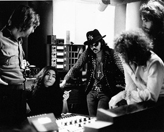 "(L-R) John Lennon, Yoko Ono, Wayne ""Tex"" Gabriel, Rick Frank and Gary Van Scyoc of Elephants Memory. Record Plant, NYC 1972"