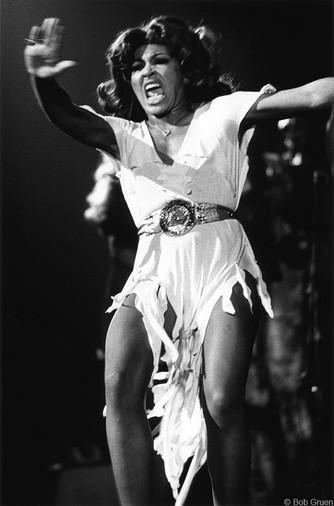 Tina Turner - Live/White Dress. Beacon Theatre, NYC 1071