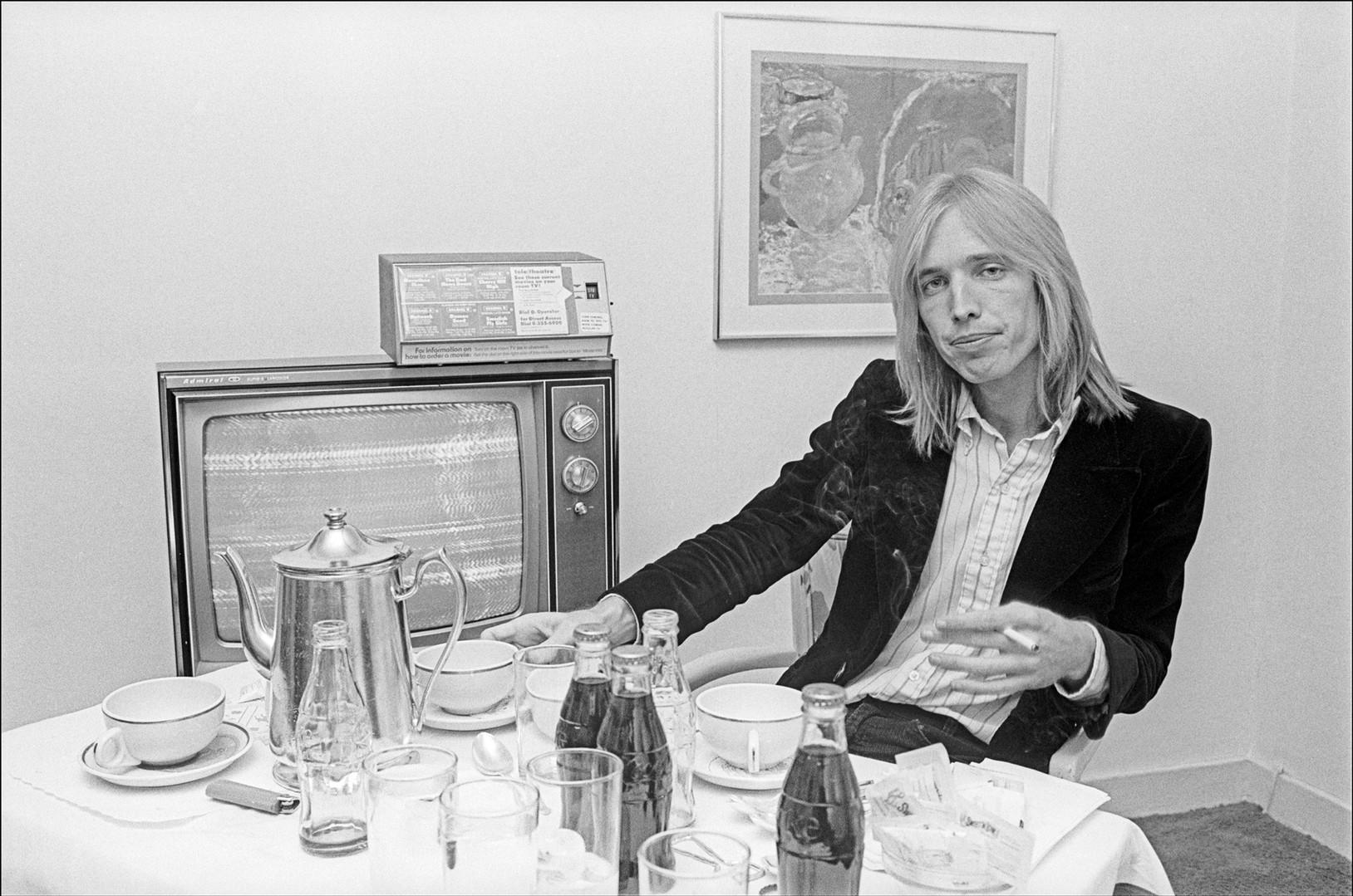 Tom Petty - Hotel Room