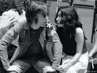 John e Yoko nos camarins. Madison Square Garden, Nova York, 30 de agosto de 1972 John and Yoko in the dressing rooms. Madison Square Garden, New York, August 30, 1972