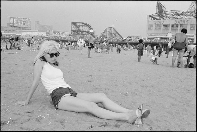ROBERTA BAYLEY - Debbie Harry at Beach.j