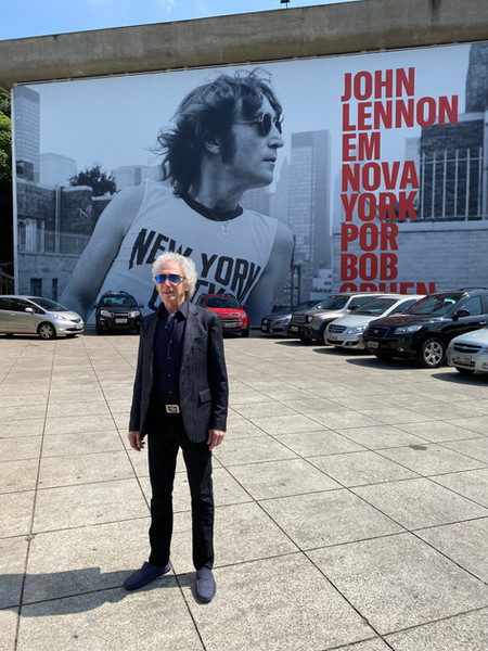 Bob Gruen at the entrance of the Museum in Sao Paulo