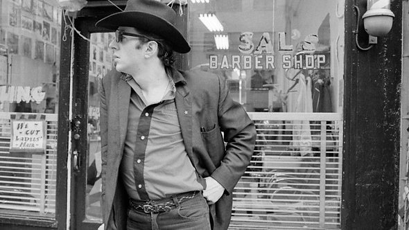 Joe Strummer at Barbershop by Roberta Bayley. NYC, 1980