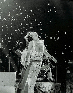Mick Jagger - On Stage/Flower Petals MSG, NYC 1972
