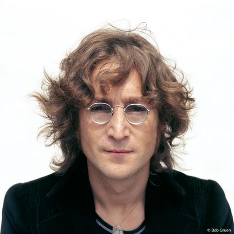 Sessão de fotos para a capa do álbum Walls and Bridges, realizada no terraço do prédio no East Side onde John Lennon morava na época. Nova York, 1974