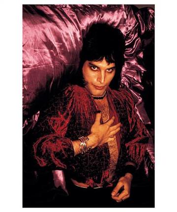 Freddie Mercury in Purple sheets. London,1974
