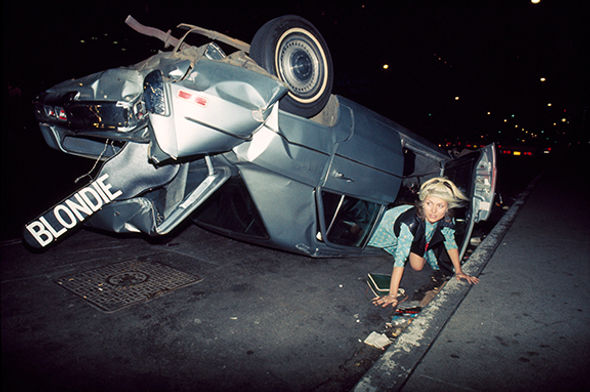 C-18_DebbieHarry_CarWreck1976_Gruen_72dp
