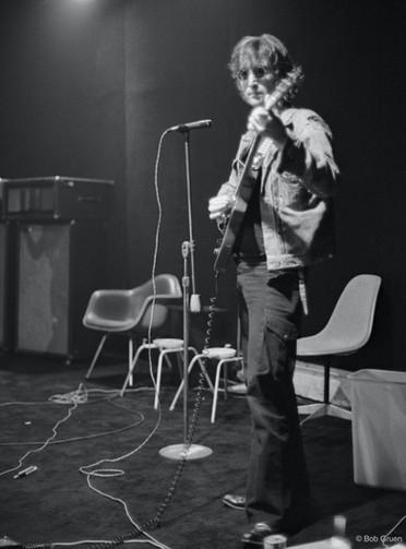 """John Lennon e Yoko Ono transformaram um velho galpão na 10th Street em seu """"Estúdio Butterfly"""" e rechearam-no com os melhores equipamentos de som da época. Nova York, 1972 John Lennon and Yoko Ono transformed an old warehouse on 10th Street into their """"Butterfly Studio"""" and filled it with the best sound equipment of the time. New York, 1972"""
