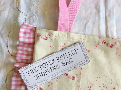 The Totes Ruffled Shopping Bag ~ Free Sewing Tutorial