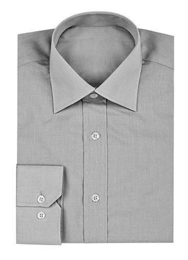 グレーのボタンアップシャツ