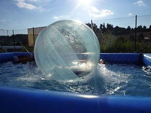 Pool mit riesen wasserball