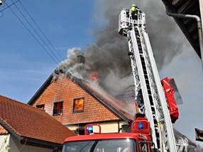 Maison villageoise en feu à Bournens