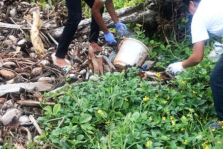 Presidential beach cleanup