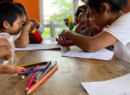 Bali Kids make drawings and receives donation!