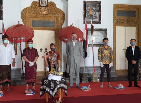 Kris and tombak returned to Puri Klungkung after 112 years
