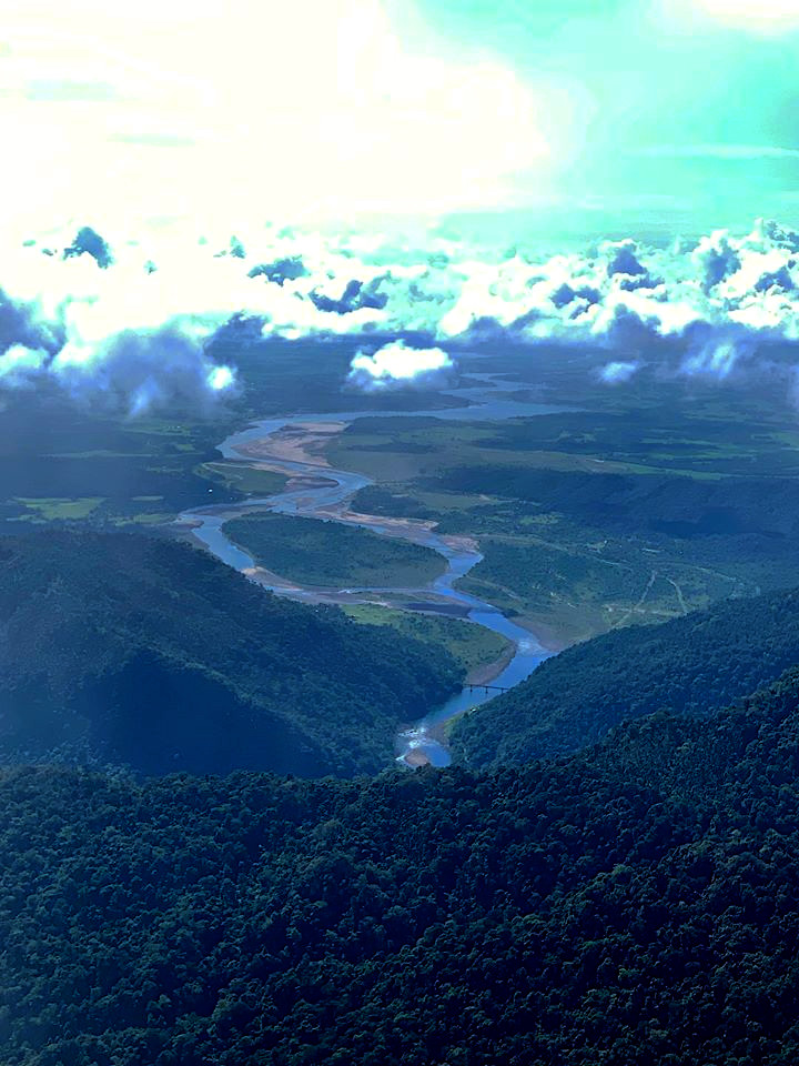 Overview on the Wah Umngi River.jpg