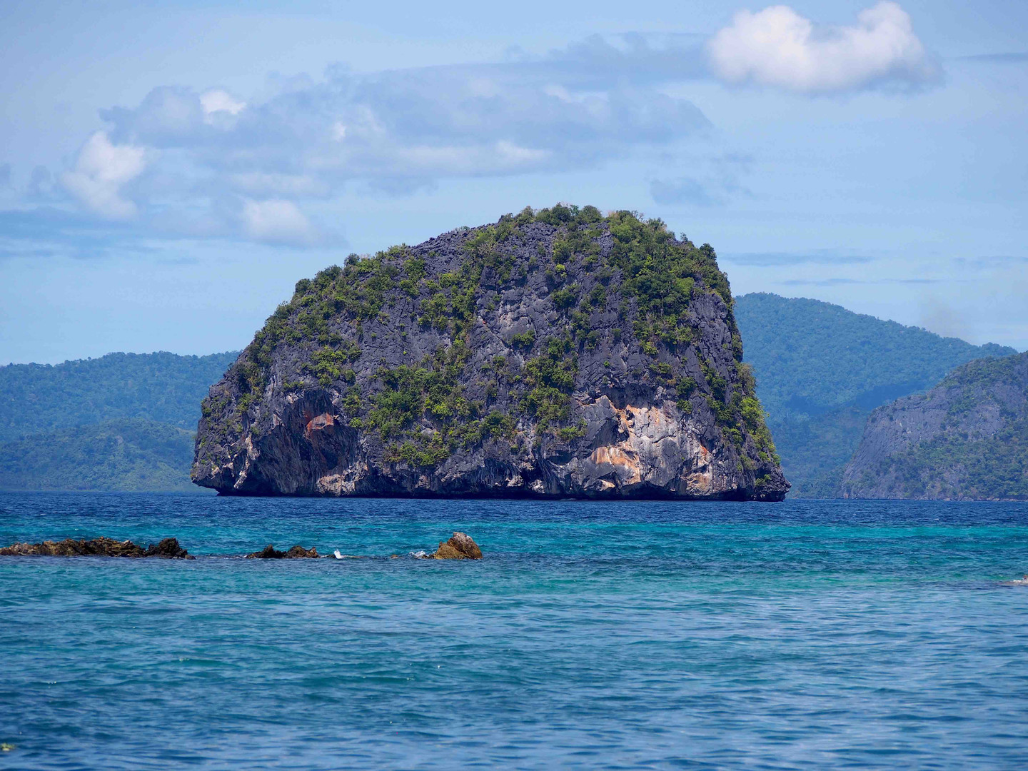 Turtle rock in Bacuit bay - Philippines