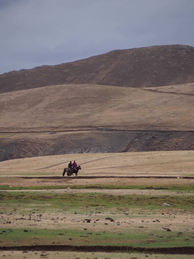 A cheval dans la steppe.jpg