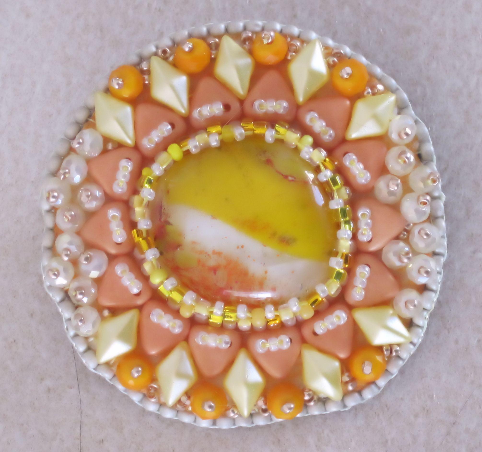 SMusil SpringDelight brooch bead-sunshin