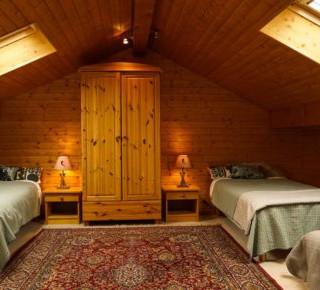 France Chalet bedroom.jpg
