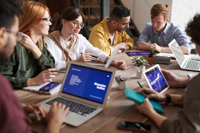 """Team Chogan, cos'è un """"Team""""?  In questo articolo ti spiegherò cos'è un """"Team"""" e come entrare e lavorare in un team di consulenti Chogan.  La parola """"team"""" indica una squadra oppure un gruppo di persone, che collaborano nella stessa azienda o che hanno obbiettivi comuni."""