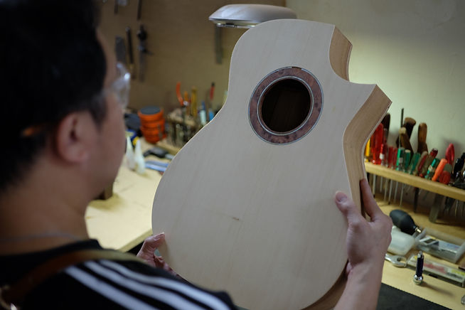 AdamCHAN Guitars 425.jpg