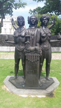Ladies of Art statue_edited