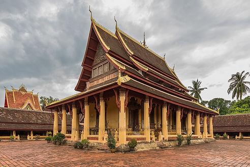 1920px-Wat_Si_Saket_in_its_paved_courtyard_Vientiane_Laos.jpg