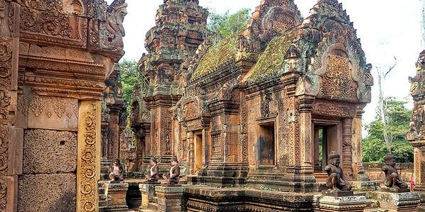 Banteay-Srei-Kambodza-9-1600x800.jpg