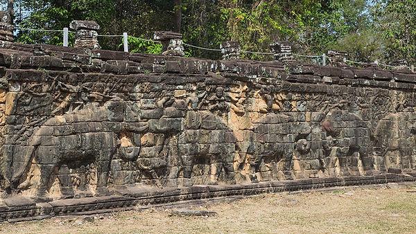 1280px-2016_Angkor,_Angkor_Thom,_Taras_S
