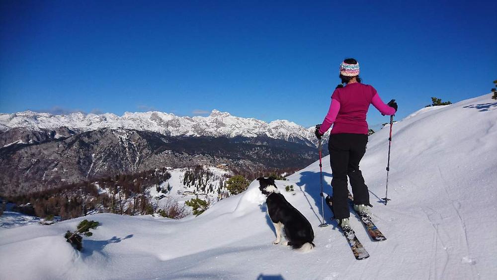 Na Voglu z razgledom na Triglav in Julijske Alpe.