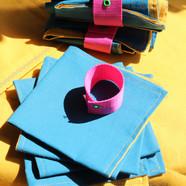 Nappe et serviettes de table assorties avec ronds de serviettes
