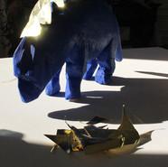 Dinosaure bleu et or