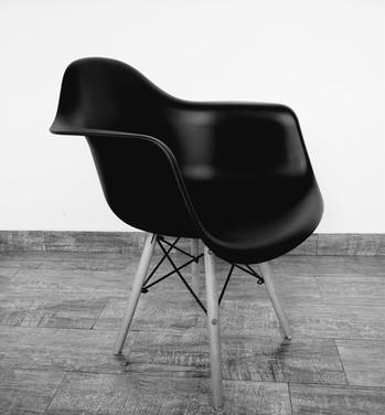 Cadeira Eames com braços