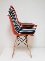 Cadeira Eames coloridas