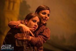 Karen Decelis and Naomi Said as young actresses Lexy and Sabrina.