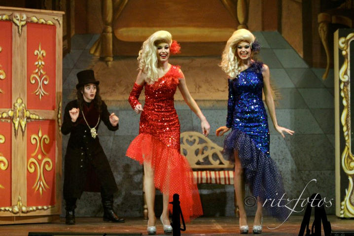 Sir Castick (André Agius) sneaks up on Sandy and Mandy (Steffi Thake & Milly Uylenbrock).