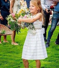 La princesa Estelle de Suecia viste un m