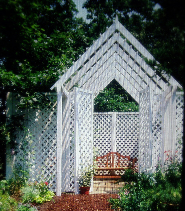 Garden ornamentation: lattice house