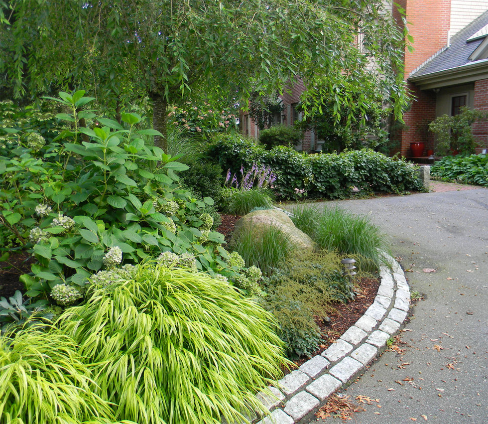 Garden driveway with gorgeous curves