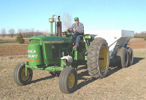 tractor spreader.JPG