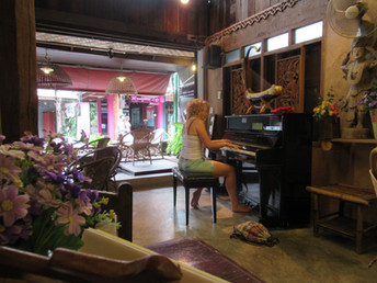 A trip to Thailand - a tale of five pianos