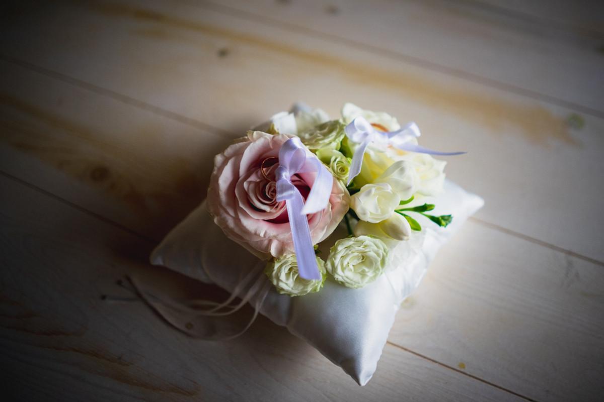 cuscino porta fedi floreale