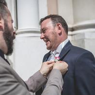 Fiore all'occhiello allo sposo