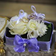 cuscino fedi bianco e glicine fiori wedding