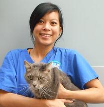 Docteur en médecine vétérinaire Inthasot Elsa au Centre Vétérinaire Vetagora Dour