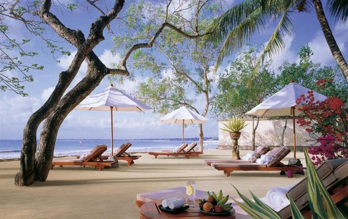 700px-Райские_пляжи_Джимбарана,_Бали,_Ин